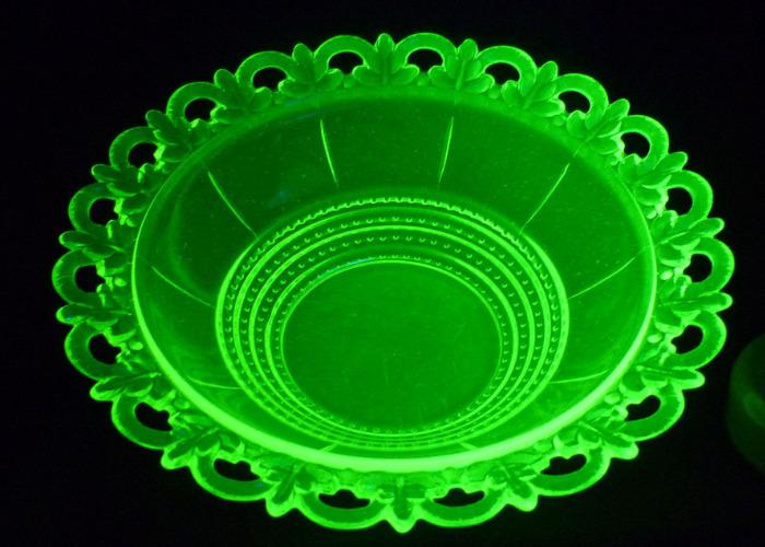 Посуда из уранового стекла